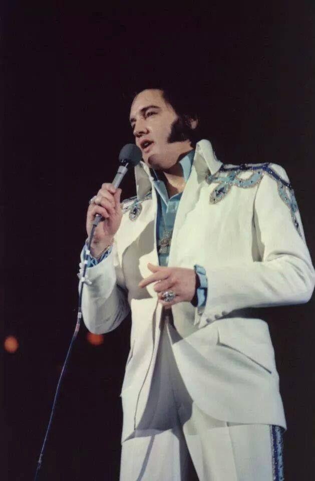3 Elvis Presley