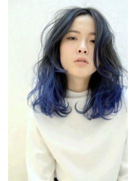 個性的グラデーションカラー青のヘアカタログ 切る前の遊びにも