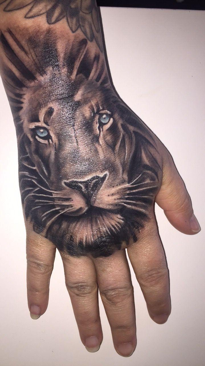 Mums hand tattoo Sc chxrla_xox Lion tattoo