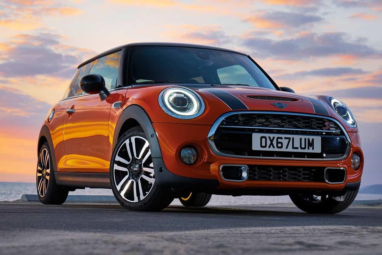 Mini India Has Launched The 2018 Mini Cooper Model Range In The Country The New Facelifted Models Come With Co Mini Cooper Mini Cooper Wallpaper Mini Cooper S