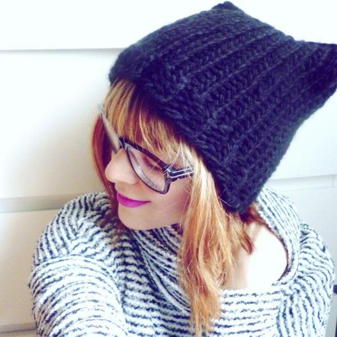 Loom knitted knitty hat by @turquoisesetpompons | Kitty Hat / Gorro ...