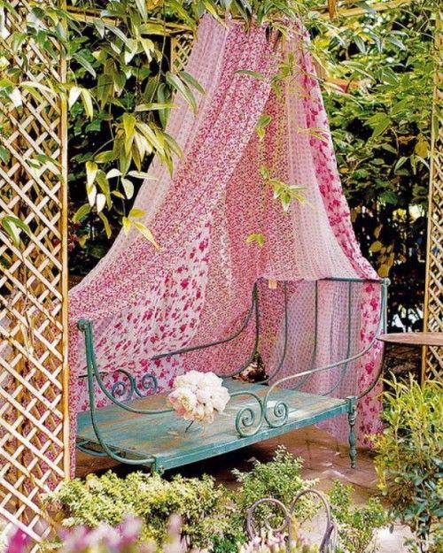maneras de como decorar tu jardin con telas