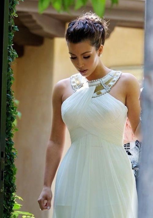 660dcba1d Kim Kardashian con un vestido estilo Griego
