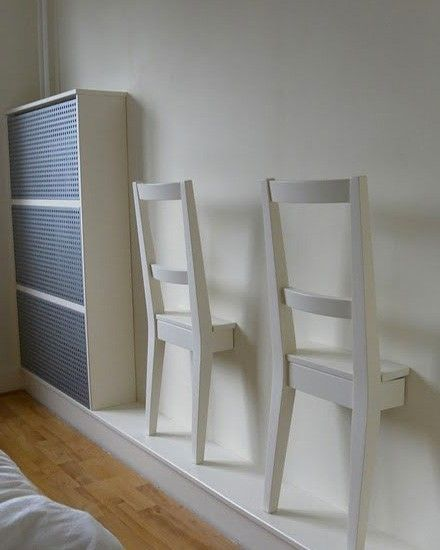 2 Chaises Coupees Accrochees Au Mur Un Valet Pour Monsieur