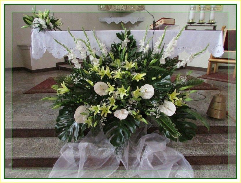 Dekoracja Slubna Kosciola Szukaj W Google Altar Flowers Flowers Table Decorations