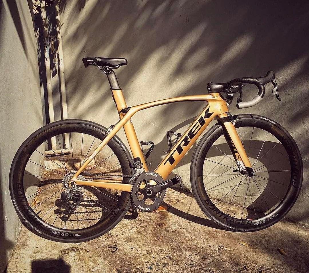 Cycling Road Bikes Su Instagram Trek Madone 9 Gold Photo Credit Bikeshackpr Trek Trekbikes Madone Madone9 Shimano Trek Madone Bike Ride Trek Bikes