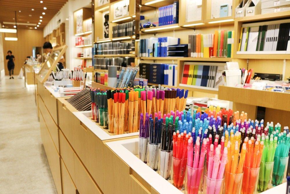 6 Things to Enjoy at Ginza Itoya | MATCHA – JAPAN TRAVEL WEB MAGAZINE | Stationery  store, Stationary shop, Stationery display