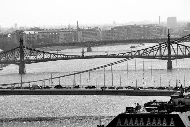 Pontes Elizabeth, da Liberdade e Petőfi, vistas dos mirantes do Castelo de Buda. Budapeste. http://fuievouvoltar.com