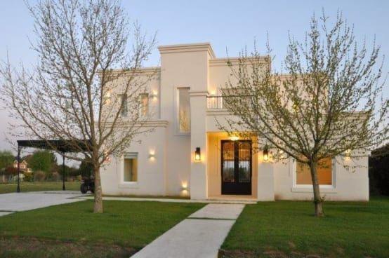 Una casa cl sica en pilar fachadas casas casas for Casa clasica moderna interiores