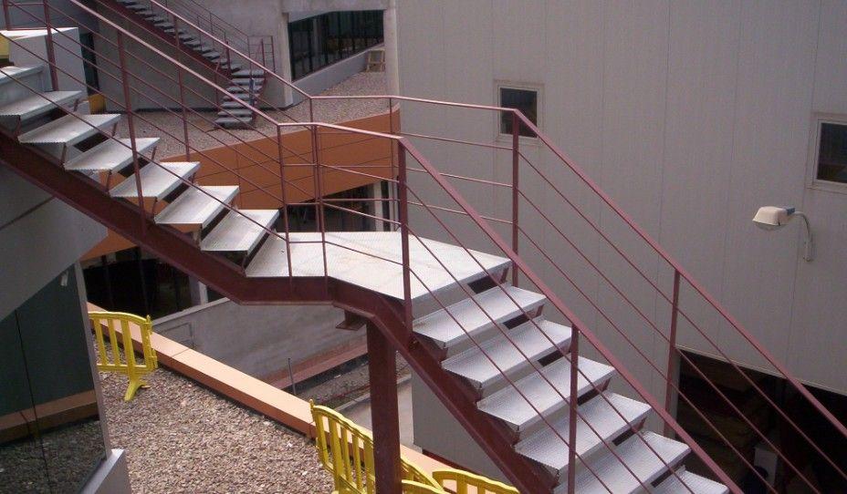 Escaleras y barandilla de hierro forjado para tu negocio ...