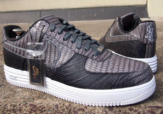 b7a10aa76b Nike Lunar Force 1