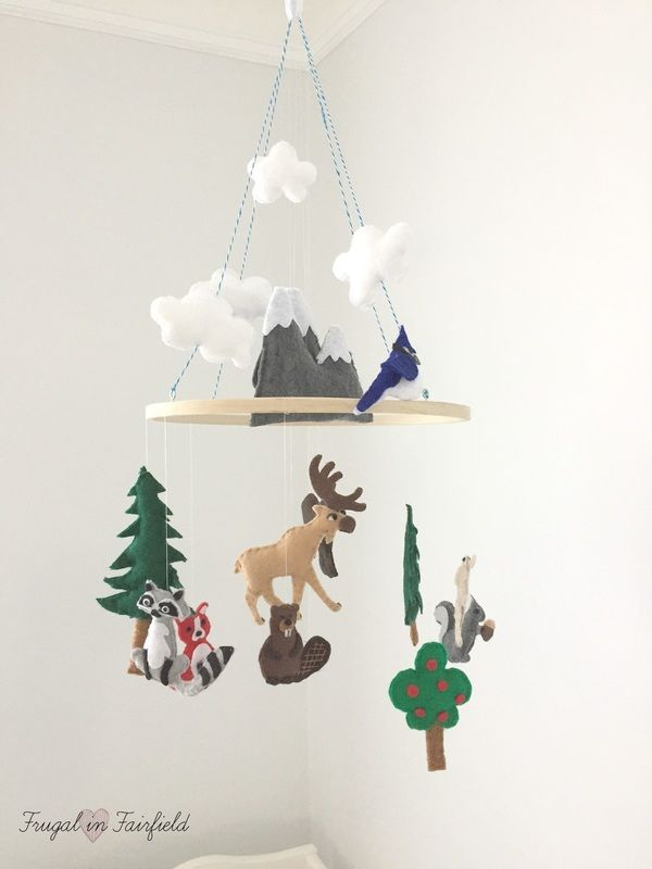 Diy felt woodland mobile make this cute mobile for your for Woodland animals nursery mobile
