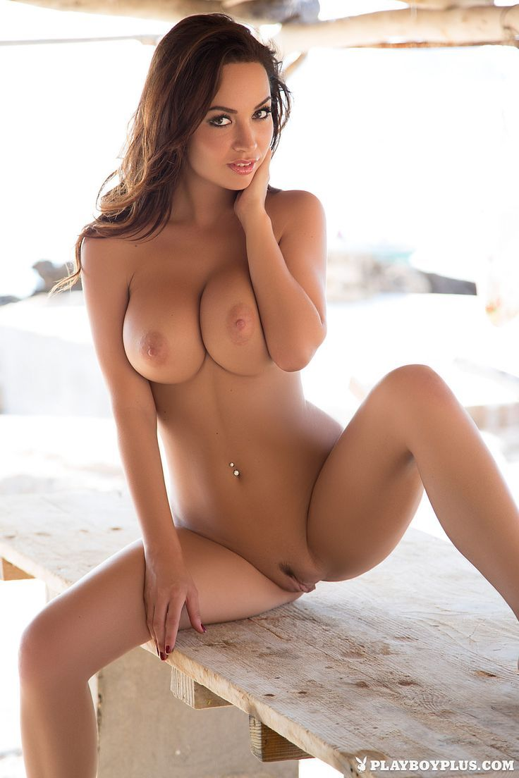 Sexy babes in nude