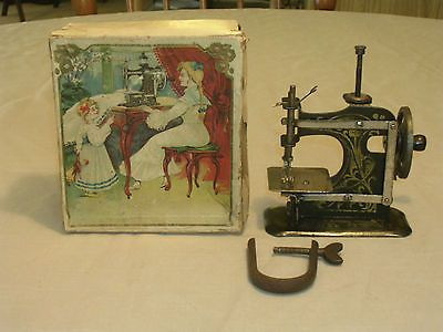 NICE TINY RARE 440 VICTORIAN ANTIQUE MULLER 40 TOY SEWING MACHINE Magnificent Muller Sewing Machine