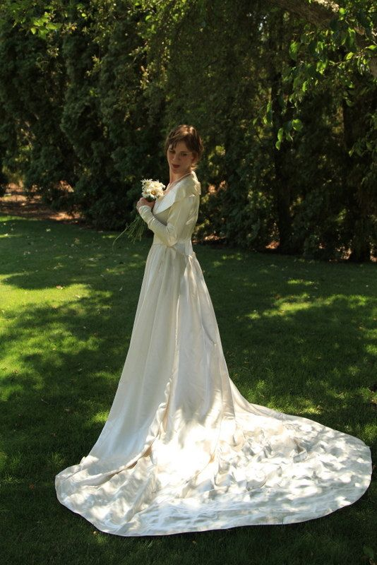 Vintage 1940\'s Wedding Dress Ivory Satin by almajanes on Etsy ...