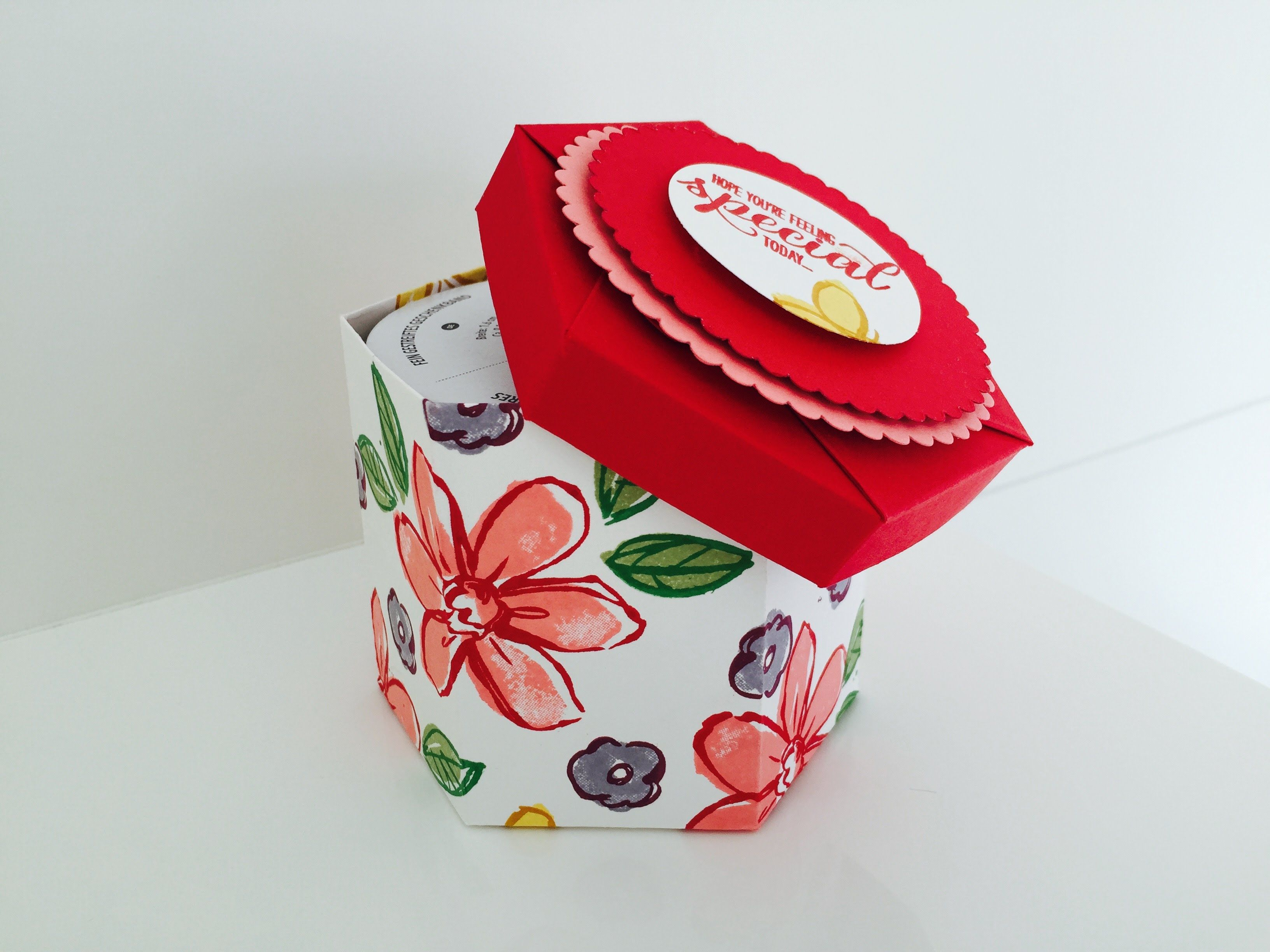 Hexagonal Lidded Gift Box Video Tutorial Using Garden In Bloom By Stampin Up Diy Gift Box Craft Box Box Bag Tutorial