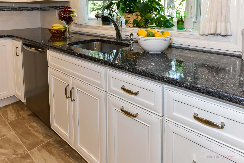 Hicksville Integral Consumers Kitchen Showcase Design Long