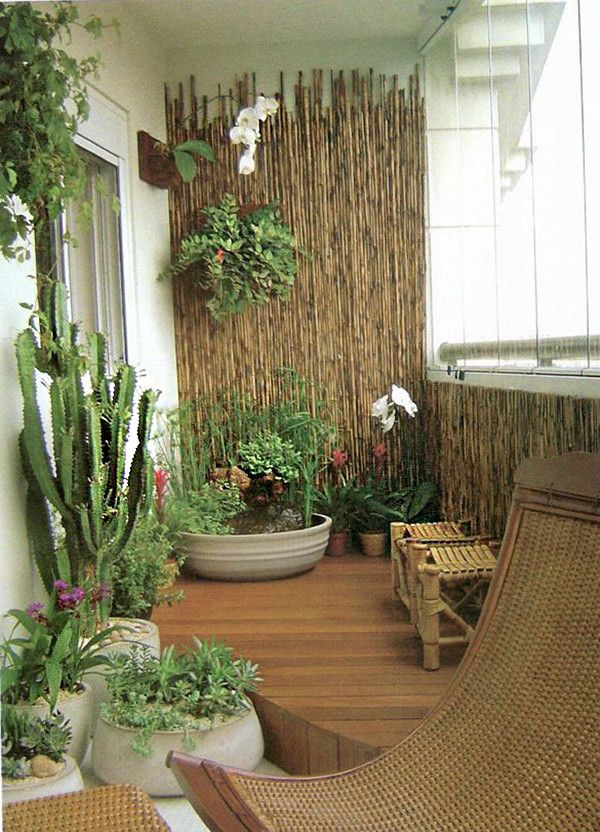 17 trucos para sacar partido a balcones peque os outdoor for Departamentos decorados con plantas