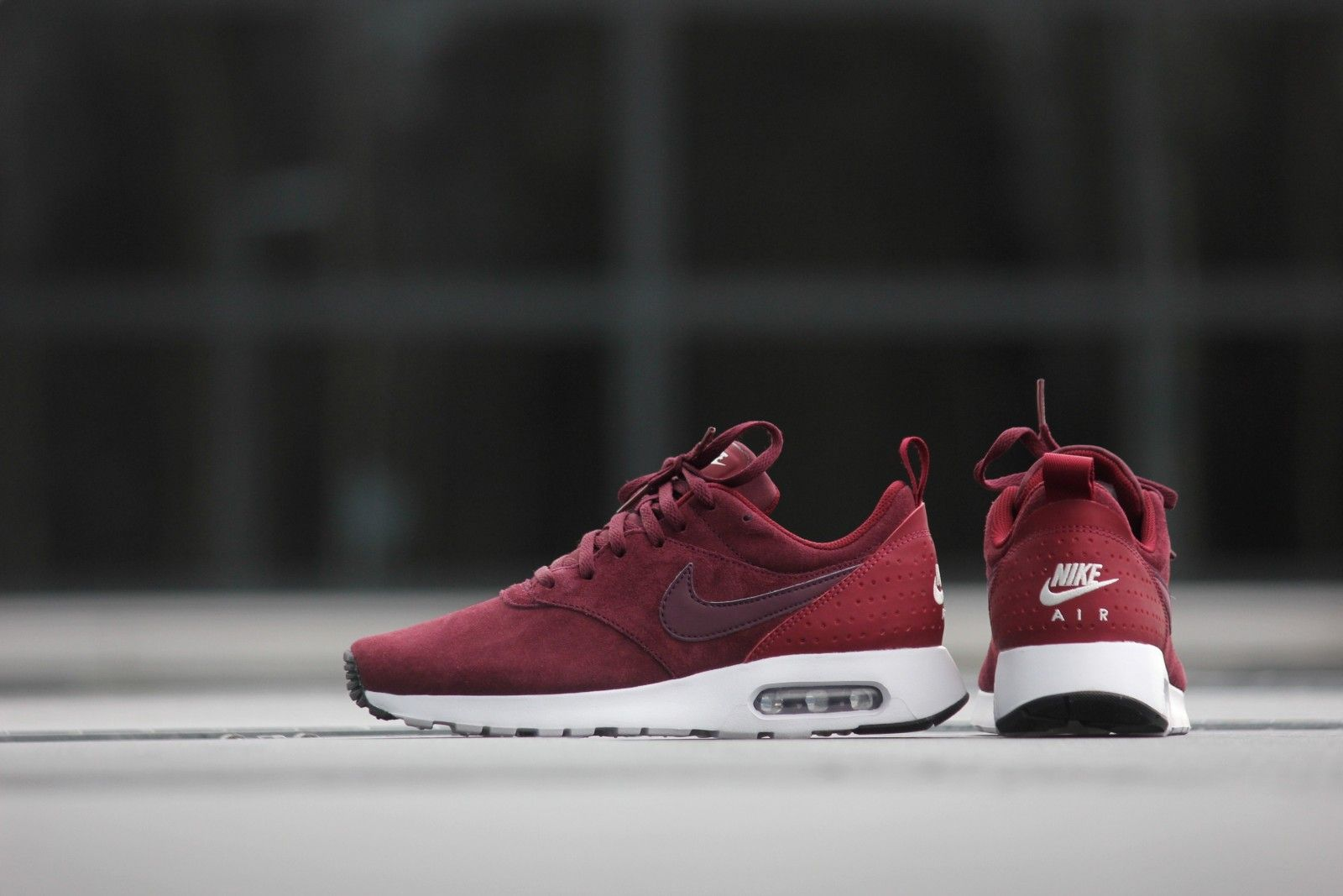 nike air max tavas red suede pumps
