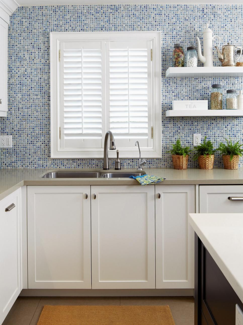 10 Winning Kitchen Window Treatment Ideas 10
