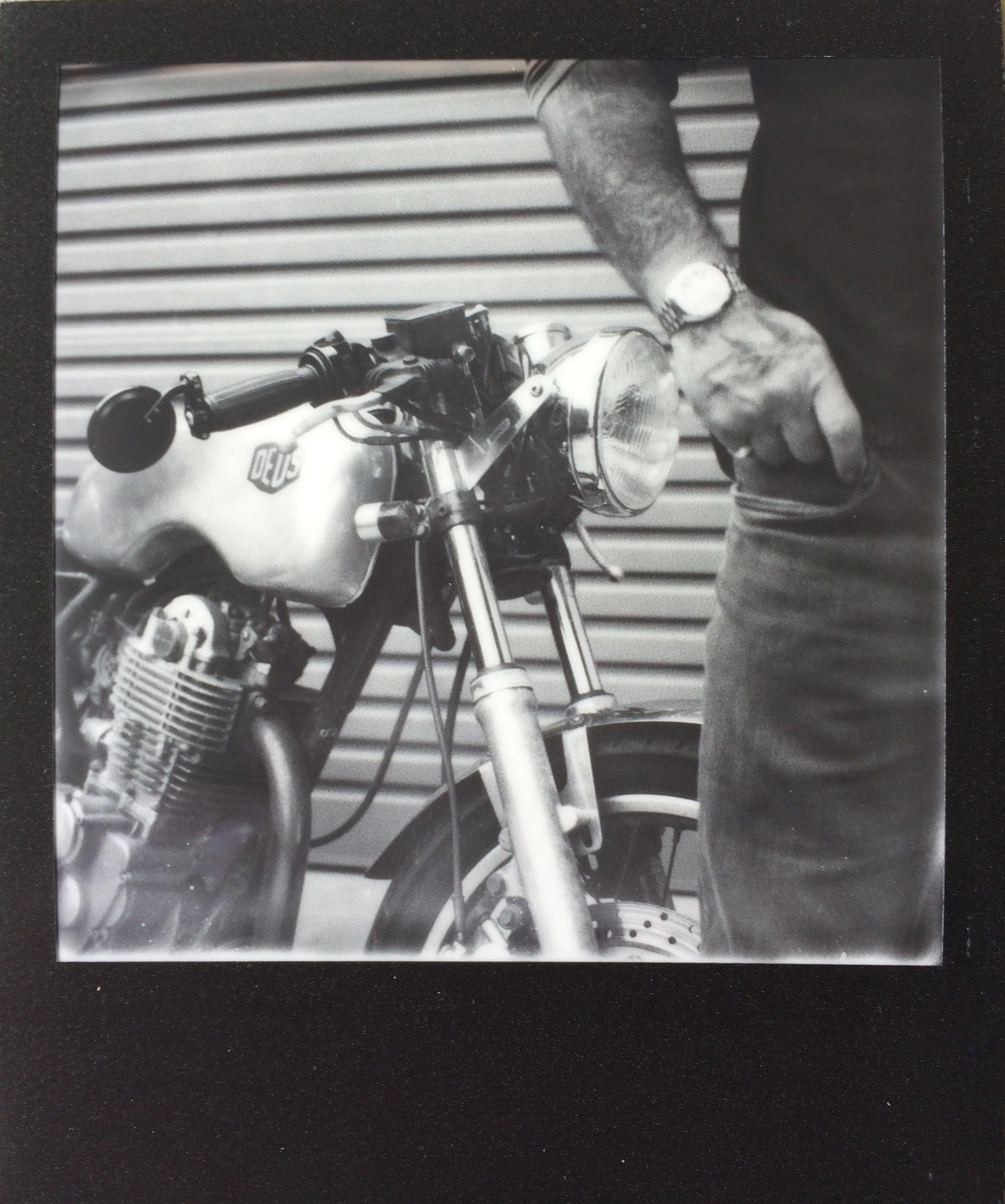 Polaroid SX70 Impossible SX70 B&W Film Black Frame