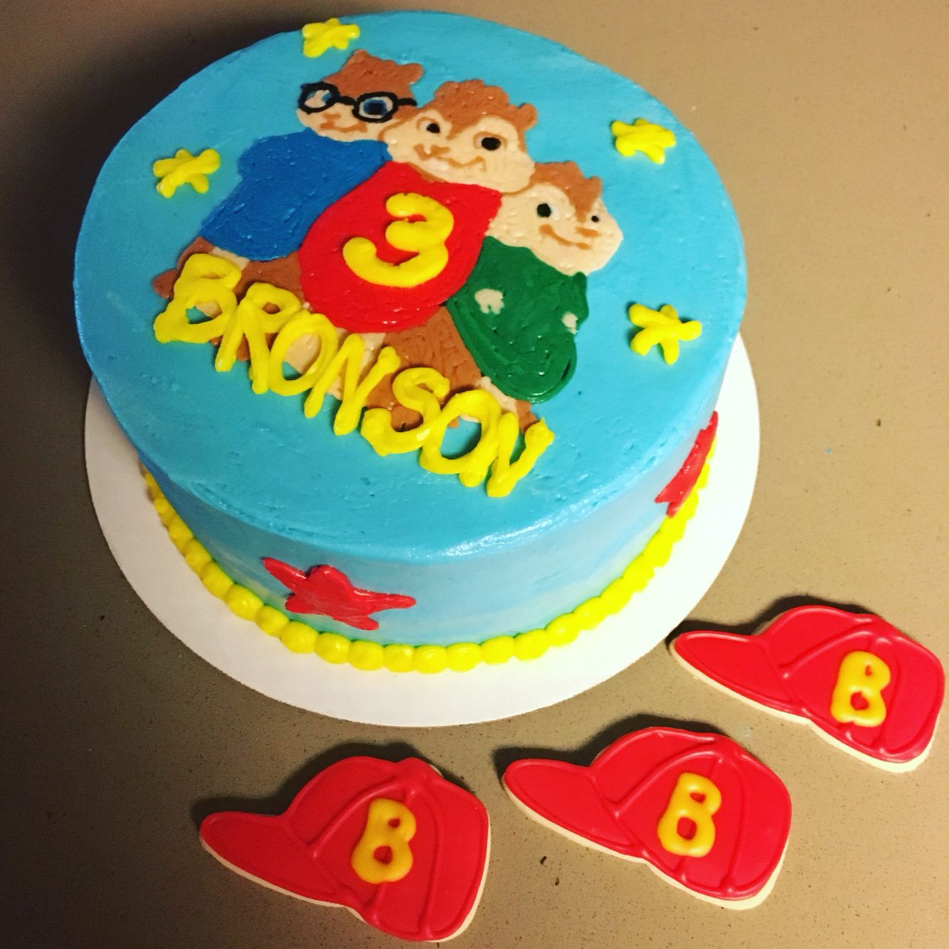 Prime Alvin And The Chipmunks Cake And Hat Cupcakes With Images Funny Birthday Cards Online Alyptdamsfinfo
