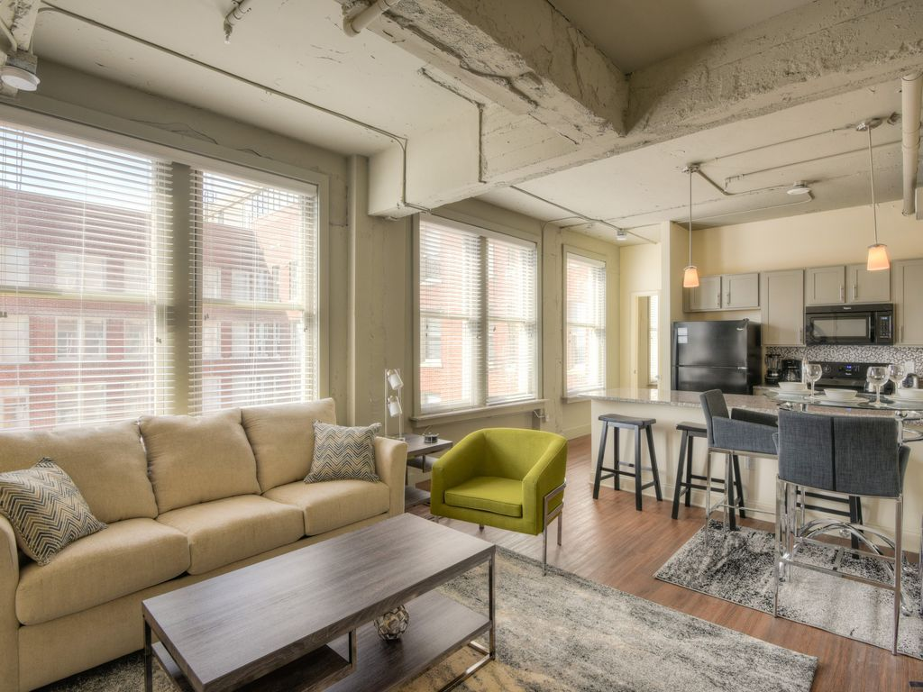 Amazing 2 Bedroom Apartment At The Chisca Welcome To Where Memphis Quot Royal Quot History Meets The Fut One Bedroom Apartment Bedroom Apartment One Bedroom