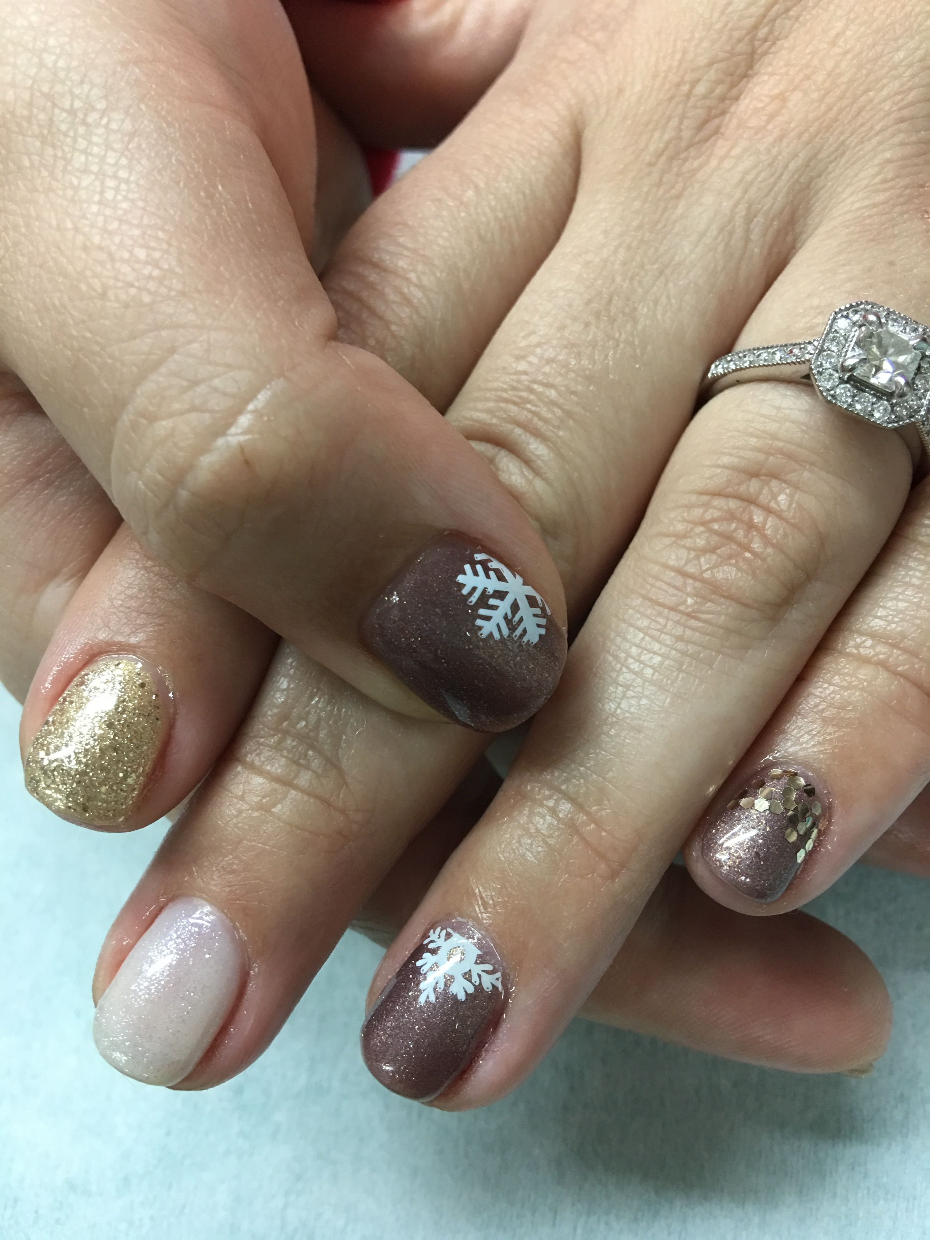 Winter Snowflake Nails Gold Shimmer White Golden Taupe Gel Nails ...