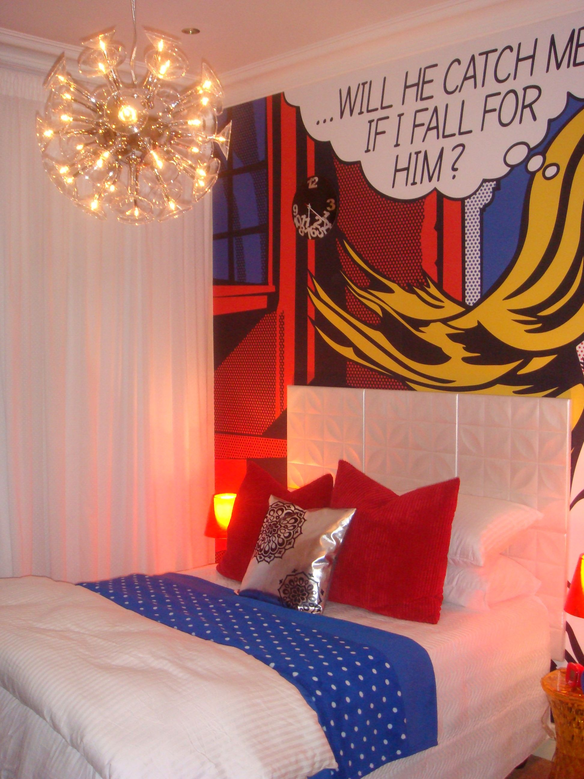 decoration interieure le pop art entre dans la maison pop art pop art roy lichtenstein inspired bedroom red blue yellow colour palette