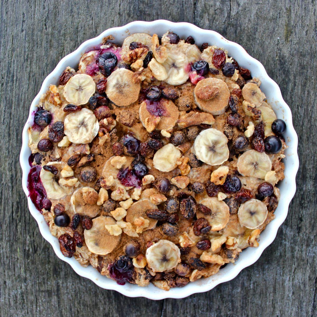 Baked banana, blueberry and raisin oatmeal: vegan, gluten free, dairy free | Deliciously Ella