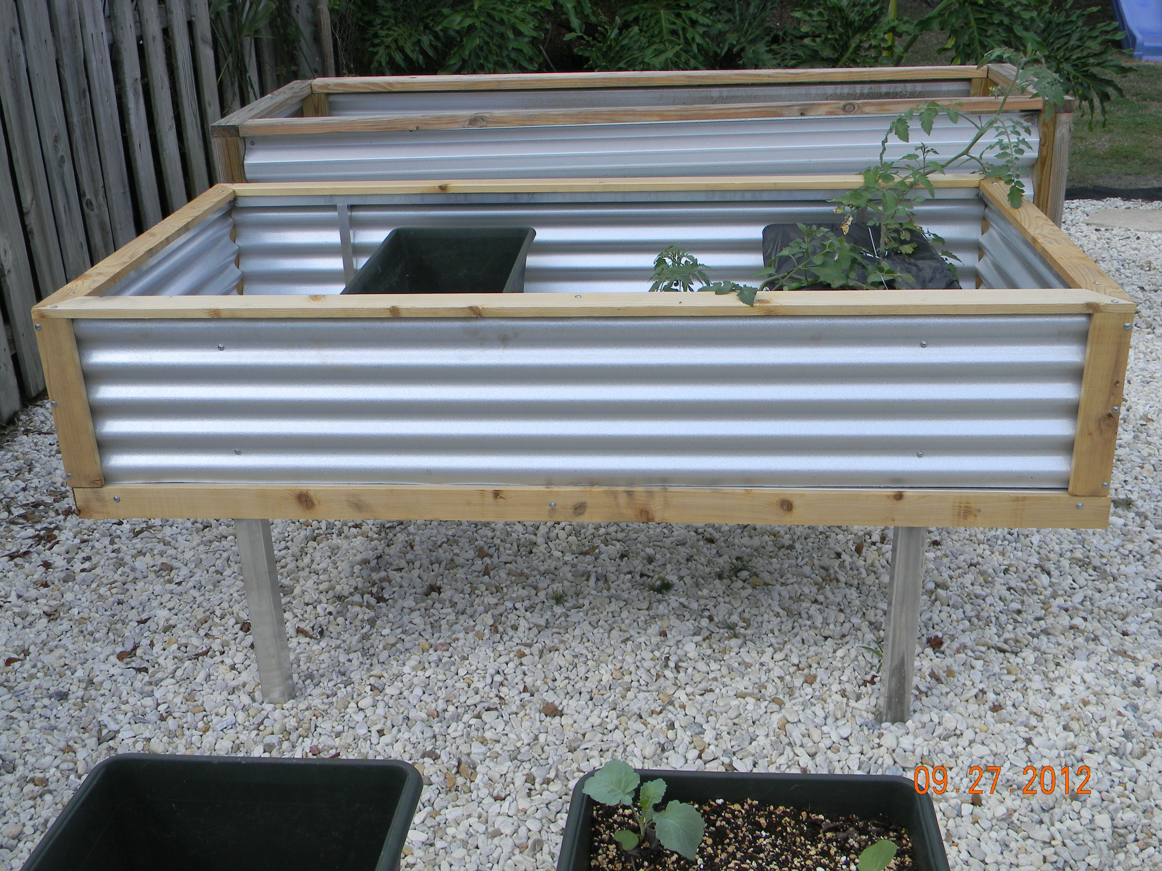 Self Watering Outdoor Planters Earthbox Garden For The Home Garden Container