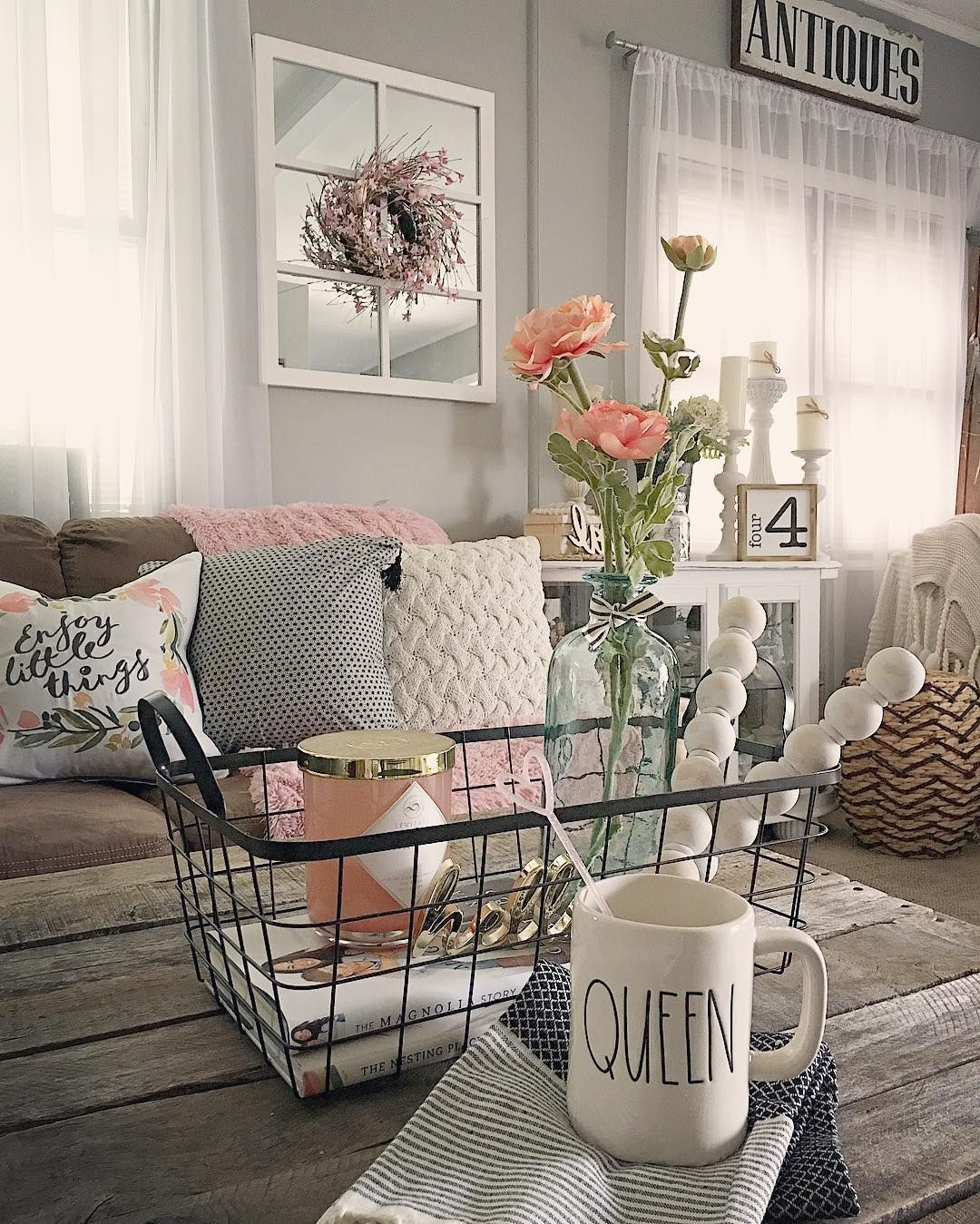 Shabby Chic Living Room Decorating Ideas Burgundy Color Schemes Pin By Erin Cellura On Country Home Pinterest Modern Farmhouse Cottage Decor Decorations Gray Coffee
