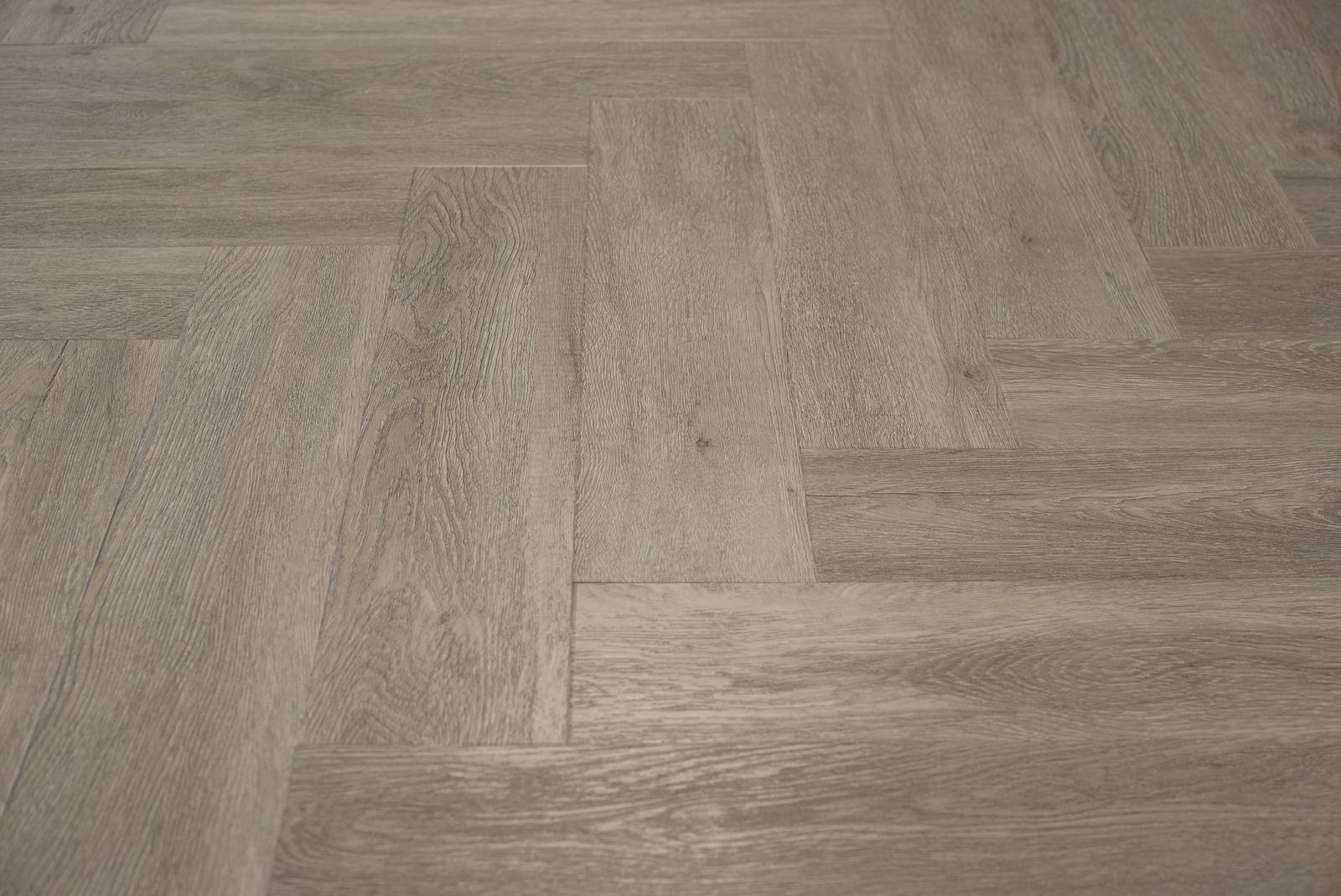 Visgraat Vloer Grijs : Floer visgraat pvc patroon vloeren grijsbeige eiken 60 x 12 cm in