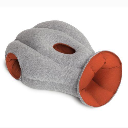 De Ostrich Pillow is perfect voor een powernap! #gadget