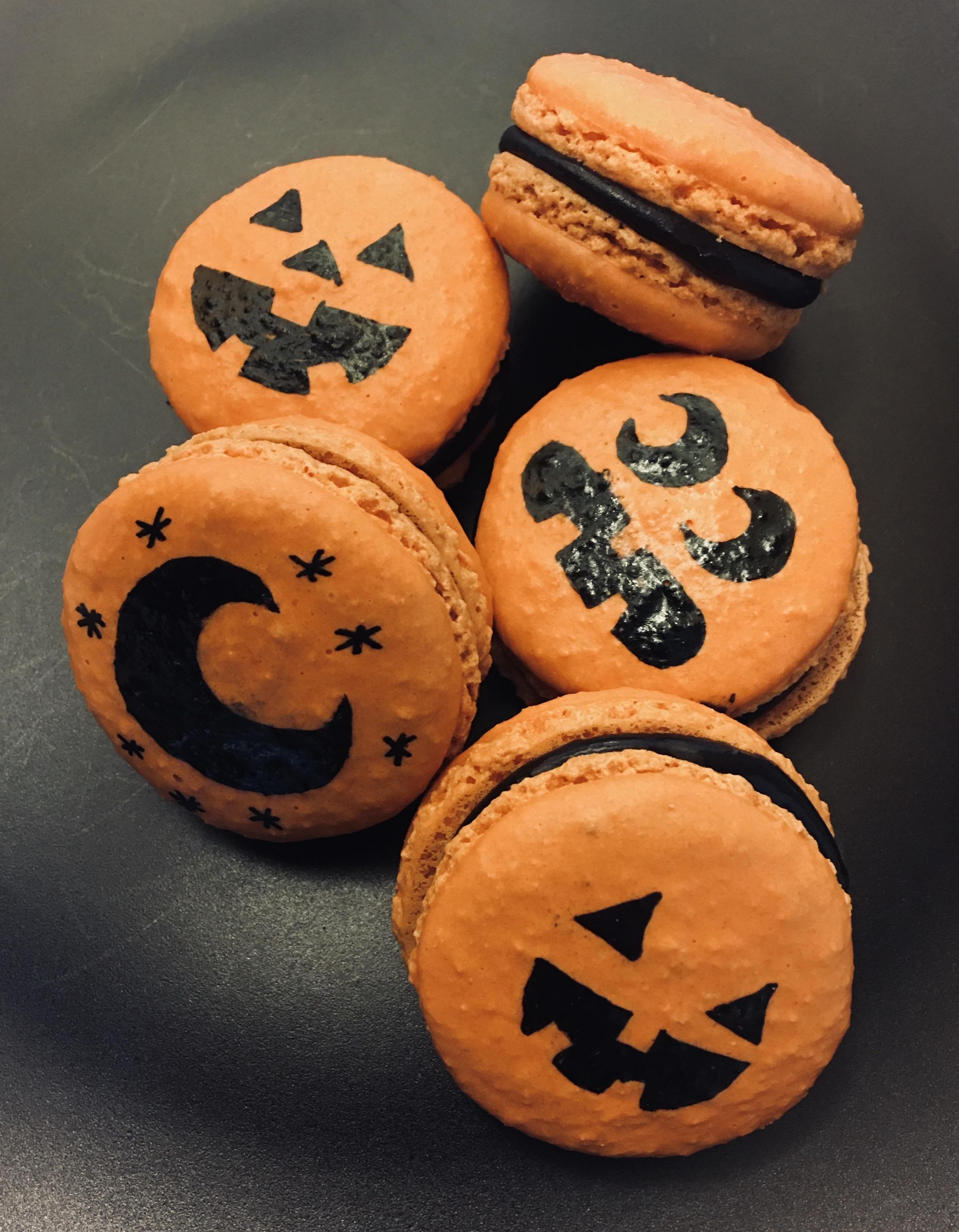 Halloween macarons! Vanilla with black chocolate ganache. #halloweenmacarons Halloween macarons! Vanilla with black chocolate ganache. #halloweenmacarons