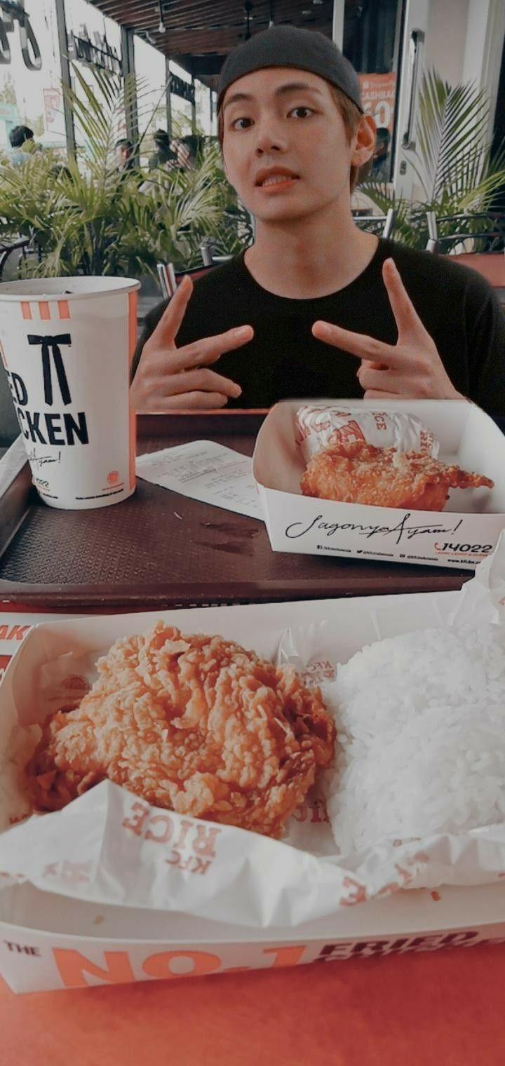 Mari Kita Berhalu Ria Taehyung Bts Vbts Ayamkfc Ide Kencan Ide Makanan Makanan