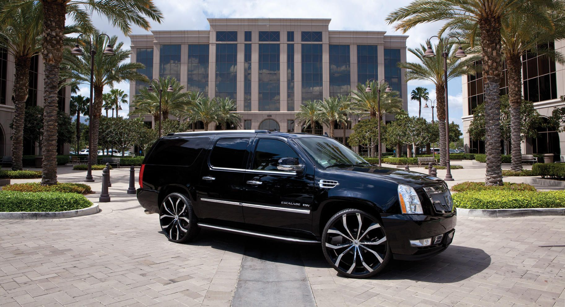 2014 cadillac escalade  Black  Chrome Lusts on the 2014 Cadillac