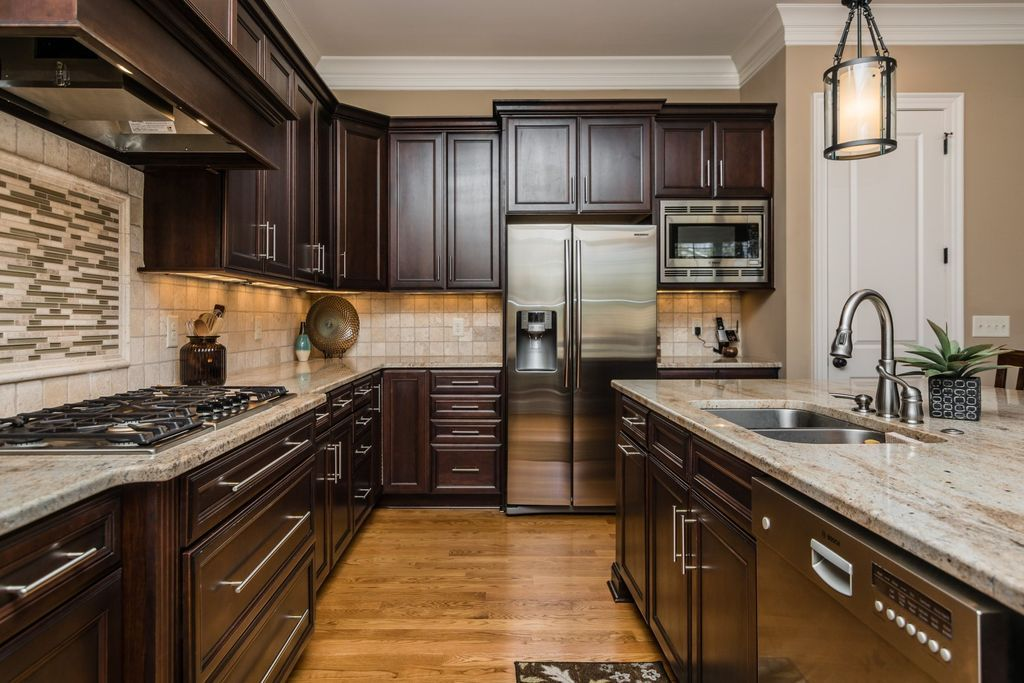 "Luxury Traditional Kitchen with White Ice Granite Countertop Red Oak Butterscotch Solid Hardwood 2 25"" 3 25"" 5"" Idea - Review traditional kitchen Inspirational"