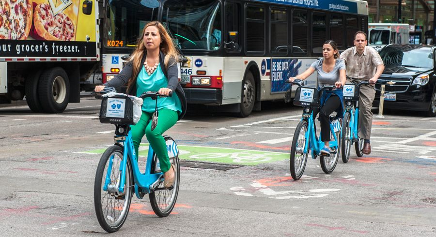 The Chicago Department of Transportation (CDOT) offers a discounted Divvy Annual Membership to low-income residents of Chicago – find out if you qualify.