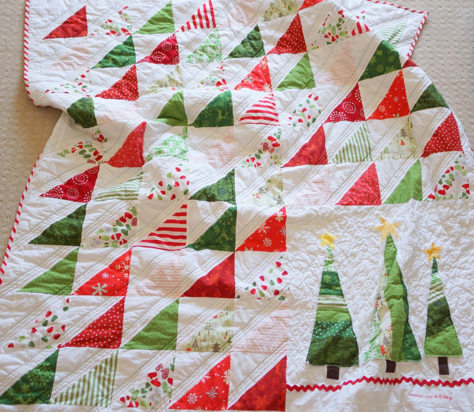 Lo, Ray, & Me: Easy Triangle Christmas Quilt | QUILT - Winter ... : quilt patterns christmas - Adamdwight.com