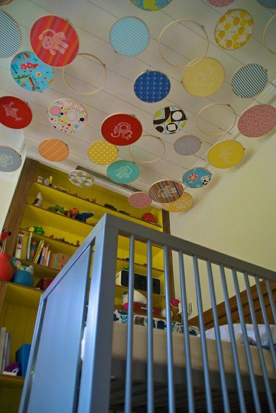 pandouilles pour le plafond et chambre blanche avec biblioth que de couleur les kids. Black Bedroom Furniture Sets. Home Design Ideas