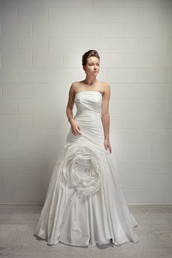 Di Kelli Bridal collection available at www.dikelli.com.au
