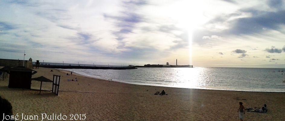 Atardecer en una playa de Cádiz. Sunset in a Beach of Cadiz