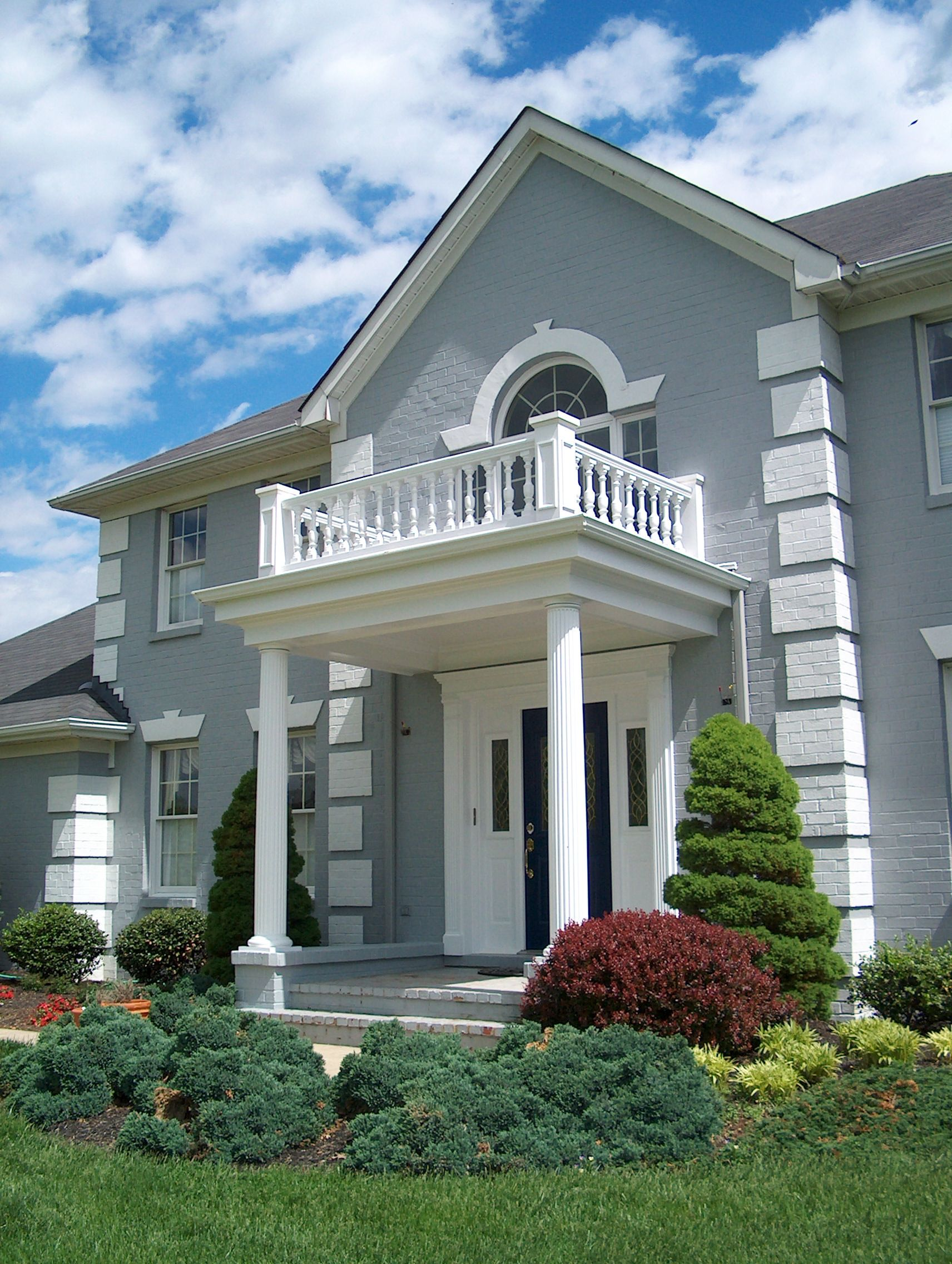 Colonial portico w large railing mounted to flat roof for Portico entrance with columns