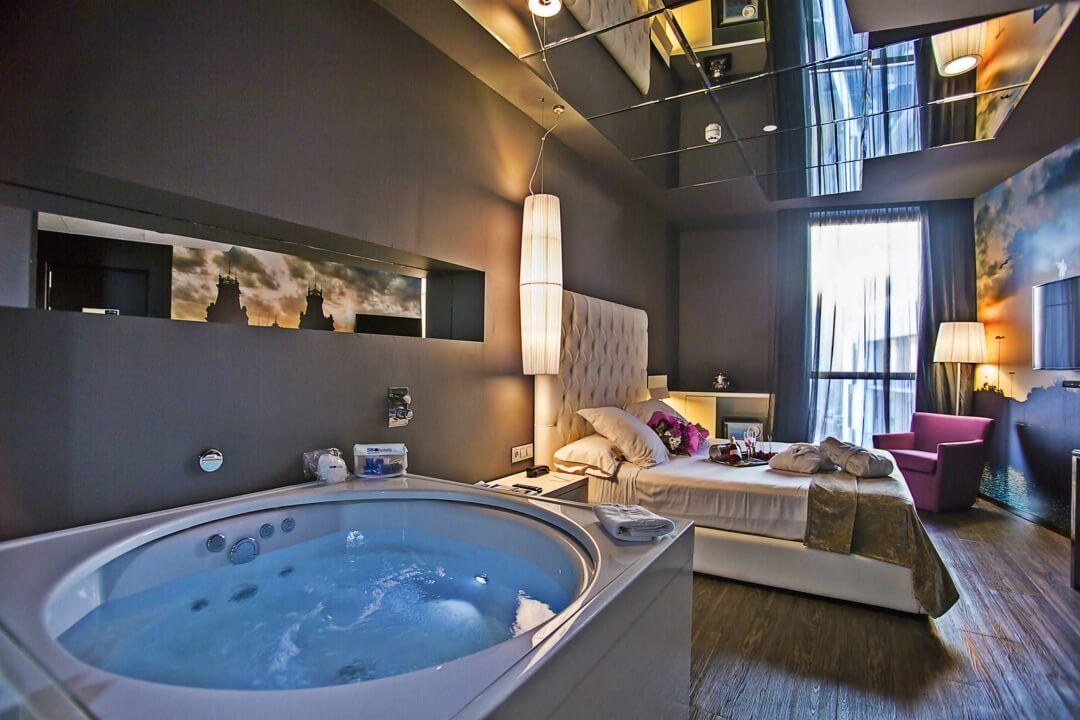 hoteles jacuzzi en la habitacion barcelona sb plaza europa