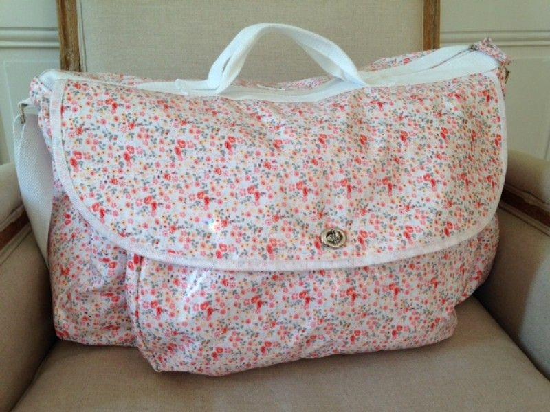 sac de voyage b b rose petites fleurs 55x40x25cm toile. Black Bedroom Furniture Sets. Home Design Ideas