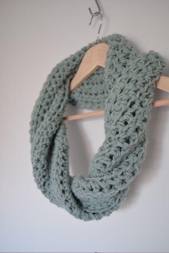 Bufanda de ganchillo grueso / / lana infinito por SarcelleMarket ...