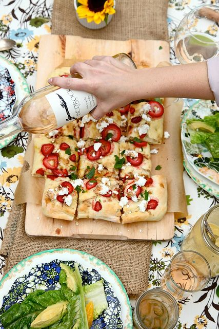 Strawberry balsamic flatbread, simple and beautiful. Love the eclectic mix of dishes, fabrics and glass.