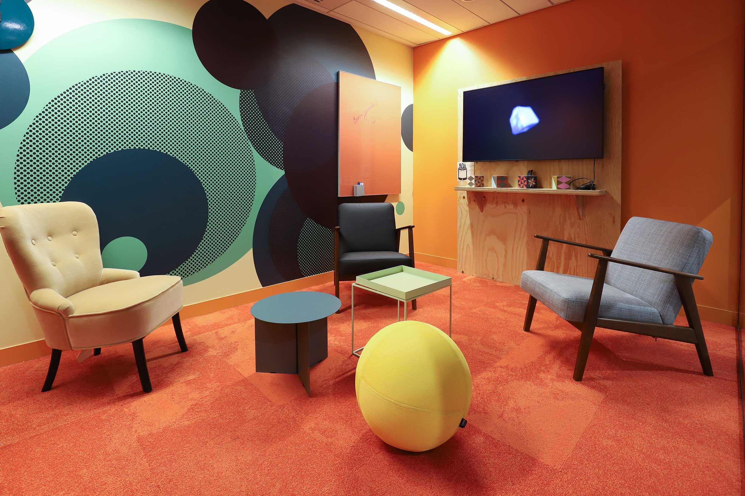 POP 60's meeting room, with a lot of colors and vintage ...