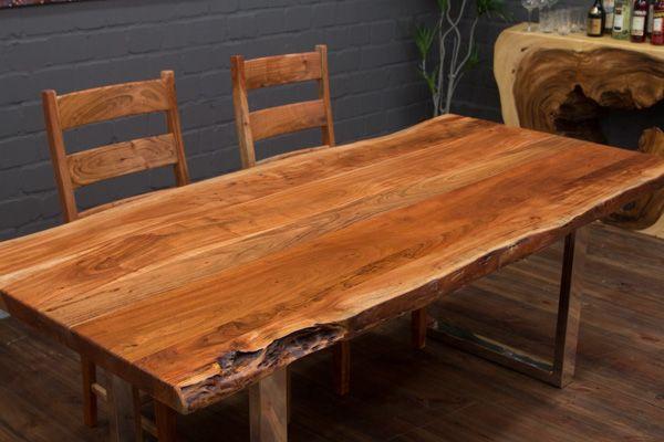 Massivholz Esstisch mit Baumstamm Planken und Edelstahlbeinen (Glanz - esstische aus massivholz ideen
